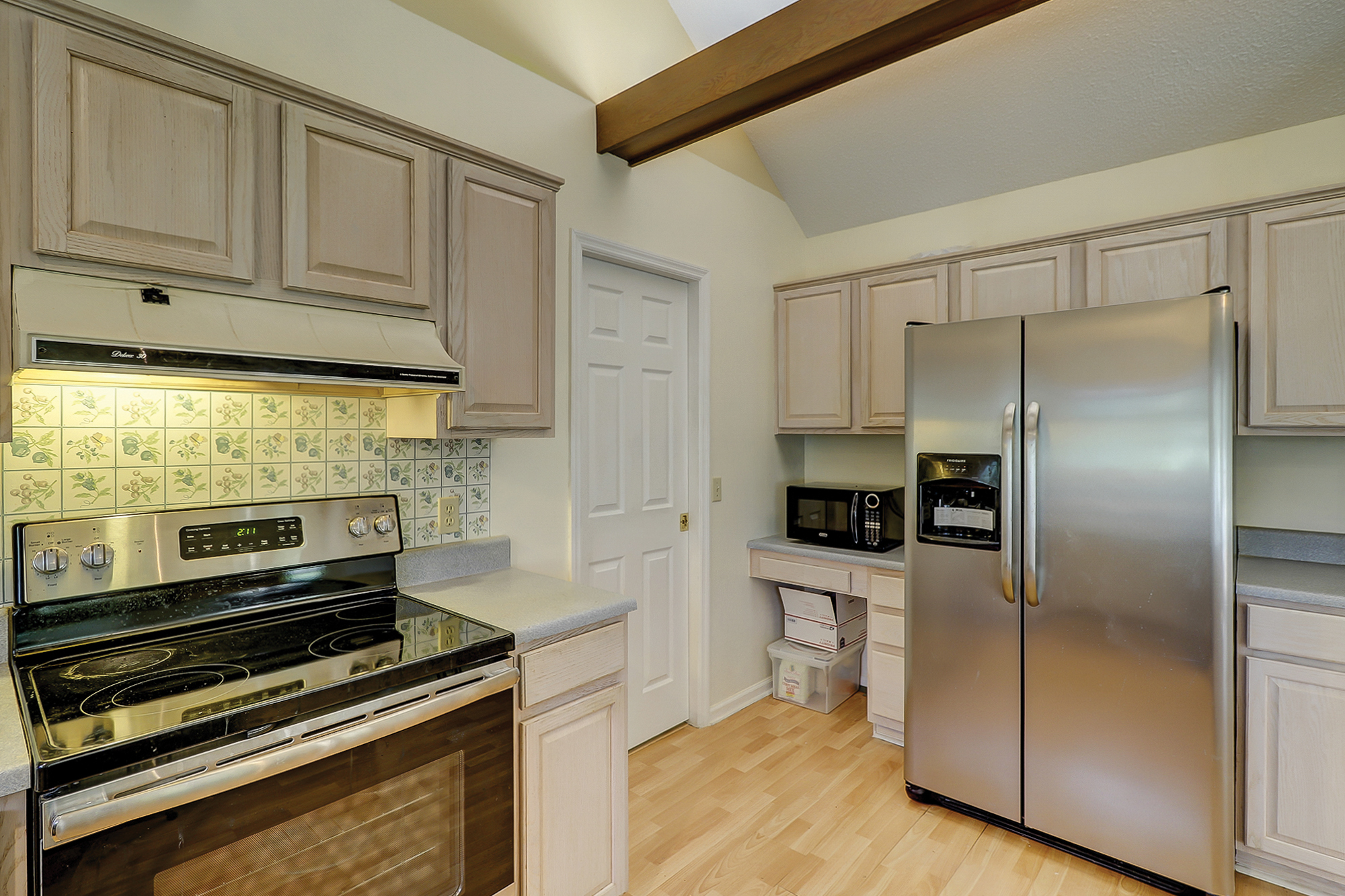 New Range and Refrigerator in this Rose Hill Home For Sale