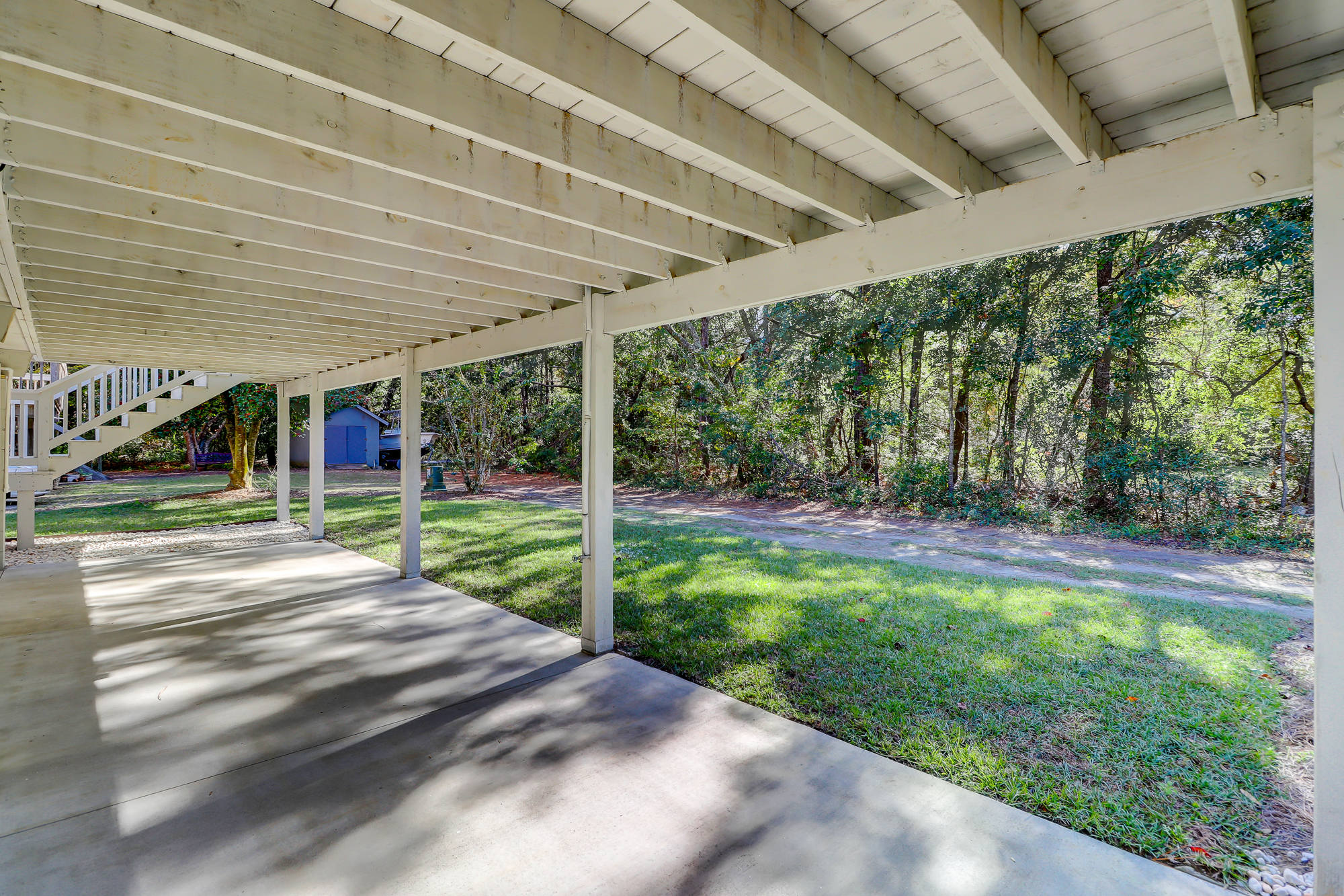 Great casual outdoor space on this huge patio. 8 Bradley Beach. Hilton Head Island, MLS# 388240
