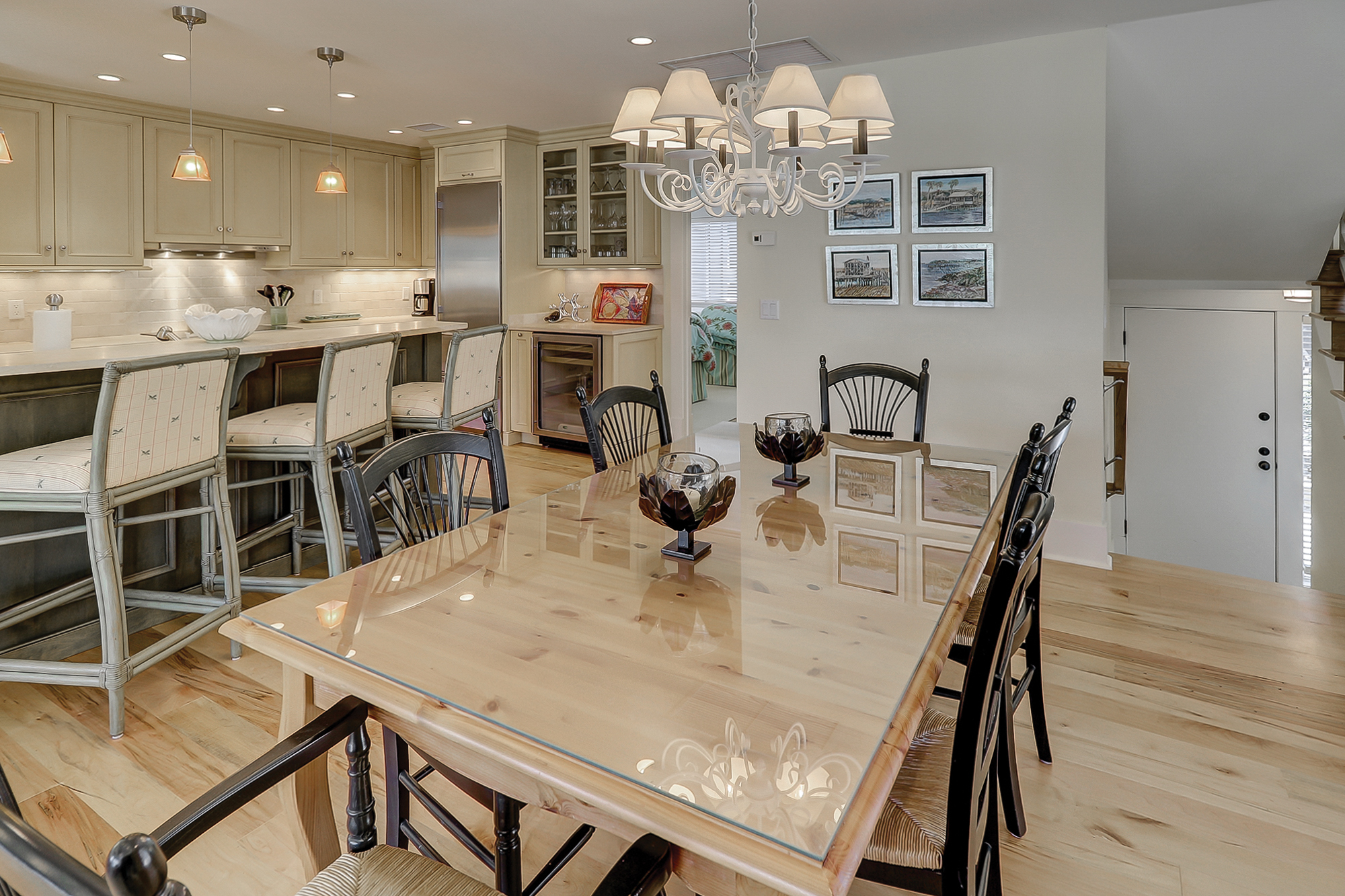 High end appliances, granite counter tops, island seating and beautiful hardwoods make this Turnberry Villa shine better than new. Palmetto Dunes Hilton Head Island.