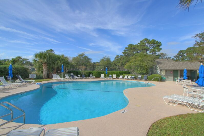 Onsite pool and tennis in Inverness Village help attract short term renters to this Hilton Head Location in Palmetto Dunes