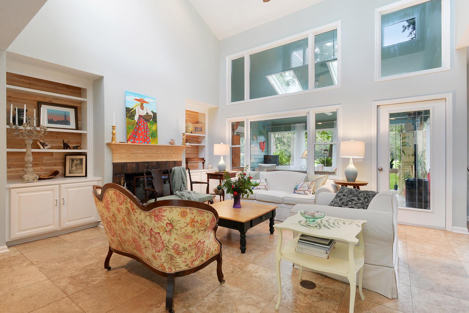 625 S Reeve Rd Livingroom