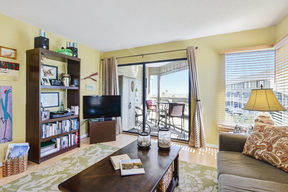 Condo Sleeps 4 Vacation Rental: L212 Beach House Villas