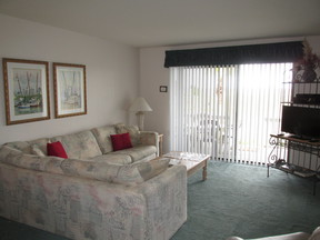 Condo Sleeps 4 Vacation Rental: D-108 Cedar Reef Villa