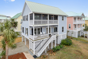 Single Family Sleeps 8 Vacation Rental: 10 Shipwatch Drive