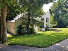 Single Family Home Sold: 924 Trailwood Ct
