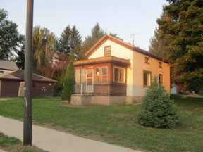 Single Family Home Sold: W208 N16749 S Center St.