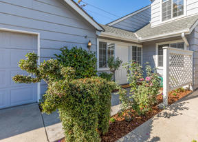 Condo/Townhouse Sold: 7520 N Millbrook Avenue