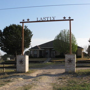 Single Family Home HOME WITH 25 ACRES!!: 18188 N Hwy 183