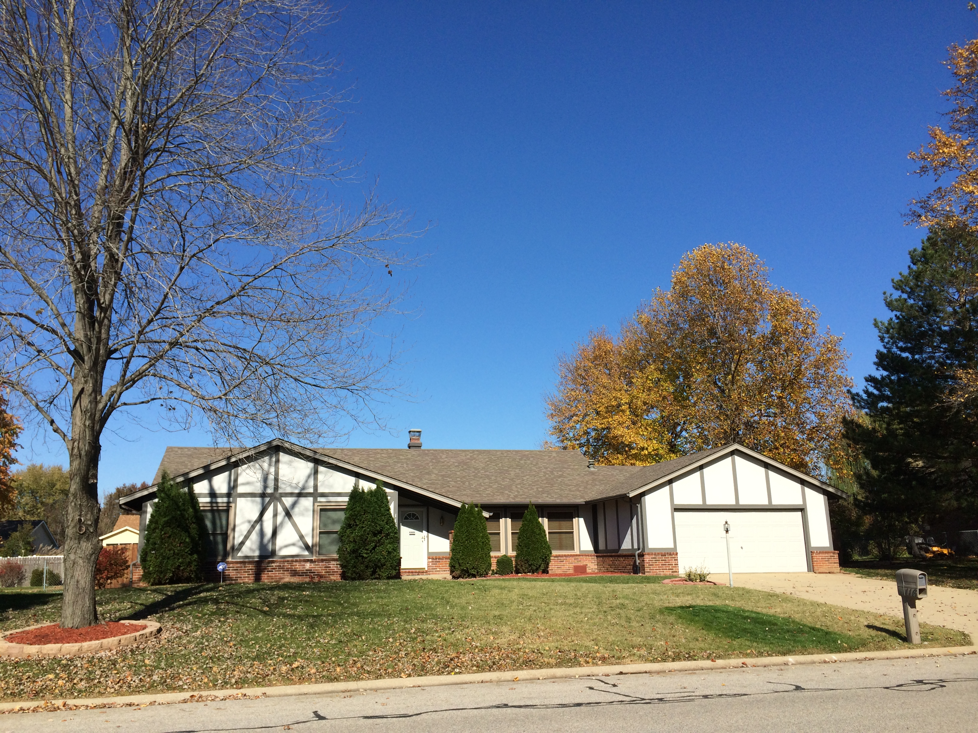 116 Pierce Blvd OFallon IL Home For Sale, Ranch with 3 bedrooms, 3 baths and in-ground pool, Scott AFB
