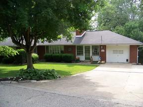 Residential : 161 Oakwood Estates