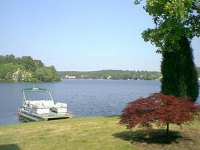 Residential : 1 Lake Villas Lane