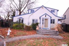 Oceanside NY Single Family Home Sale Pending: $469,000