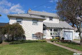 Oceanside NY Single Family Home For Sale: $385,000