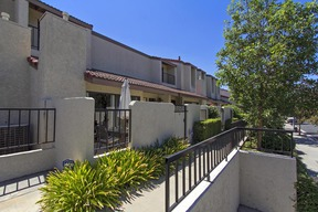 Tarzana CA Townhome Sold: $430,000
