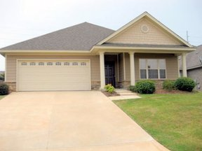 Lease/Rentals : 722 Briarcliff Place