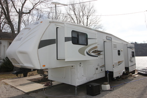 Travel Trailer/Fifth Whee SOLD: 1611 E 10th Street