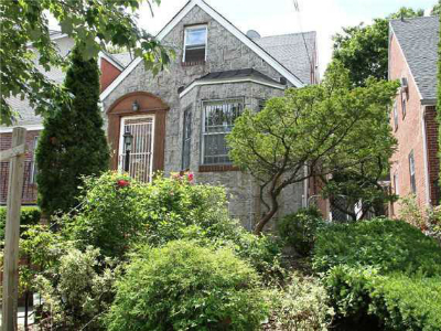 Homes for Sale in Briarwood, NY