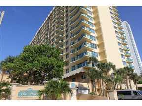 Hollywood FL Condo For Sale: $299,000