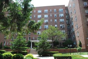 Forest Hills NY Co-op For Sale: $495,000