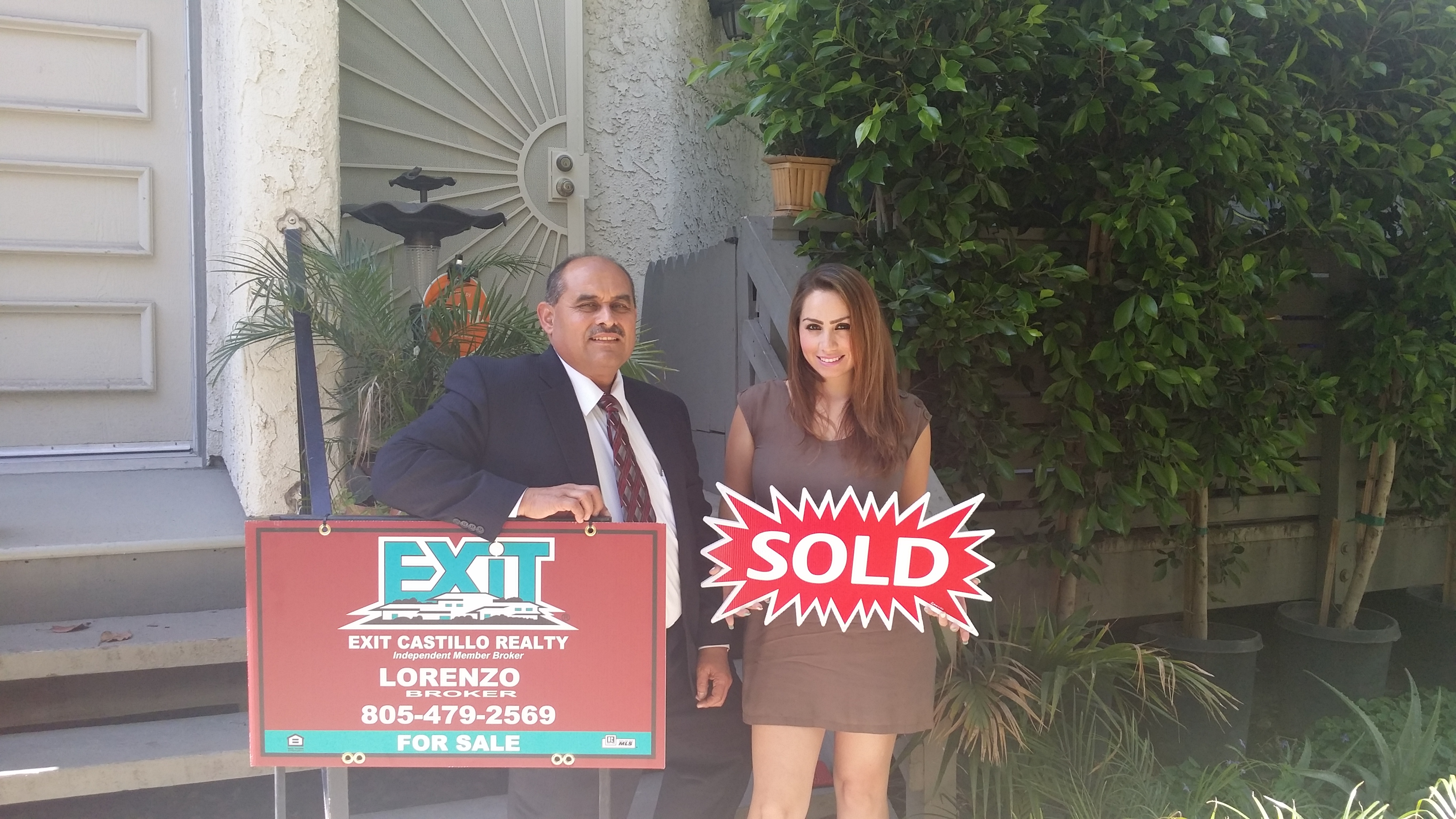 Lorenzo Castillo helps families sell and buy homes