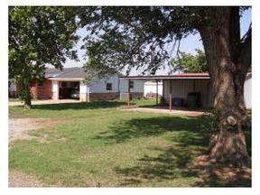 Residential : 208 N College