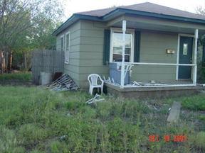 Residential : 910 Loyadell