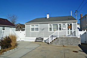 East Rockaway NY Single Family Home For Sale: $369,000