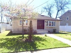 Single Family Home For Sale: 191 Nassau Ln