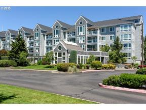 Condo/Townhouse Sold: 520 SE Columbia River Dr. #333