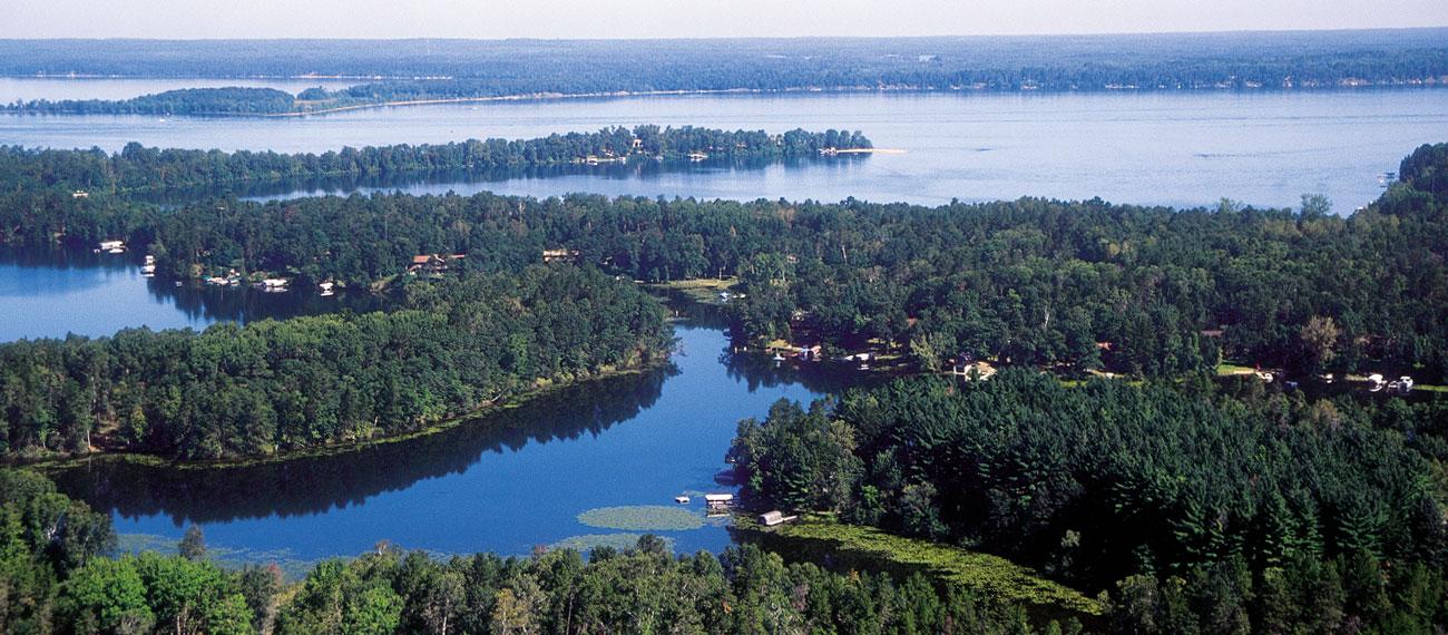 http://www.explorebrainerdlakes.com/wp-content/uploads/2012/04/Brainerd-Lakes-Area-Aerial.jpg