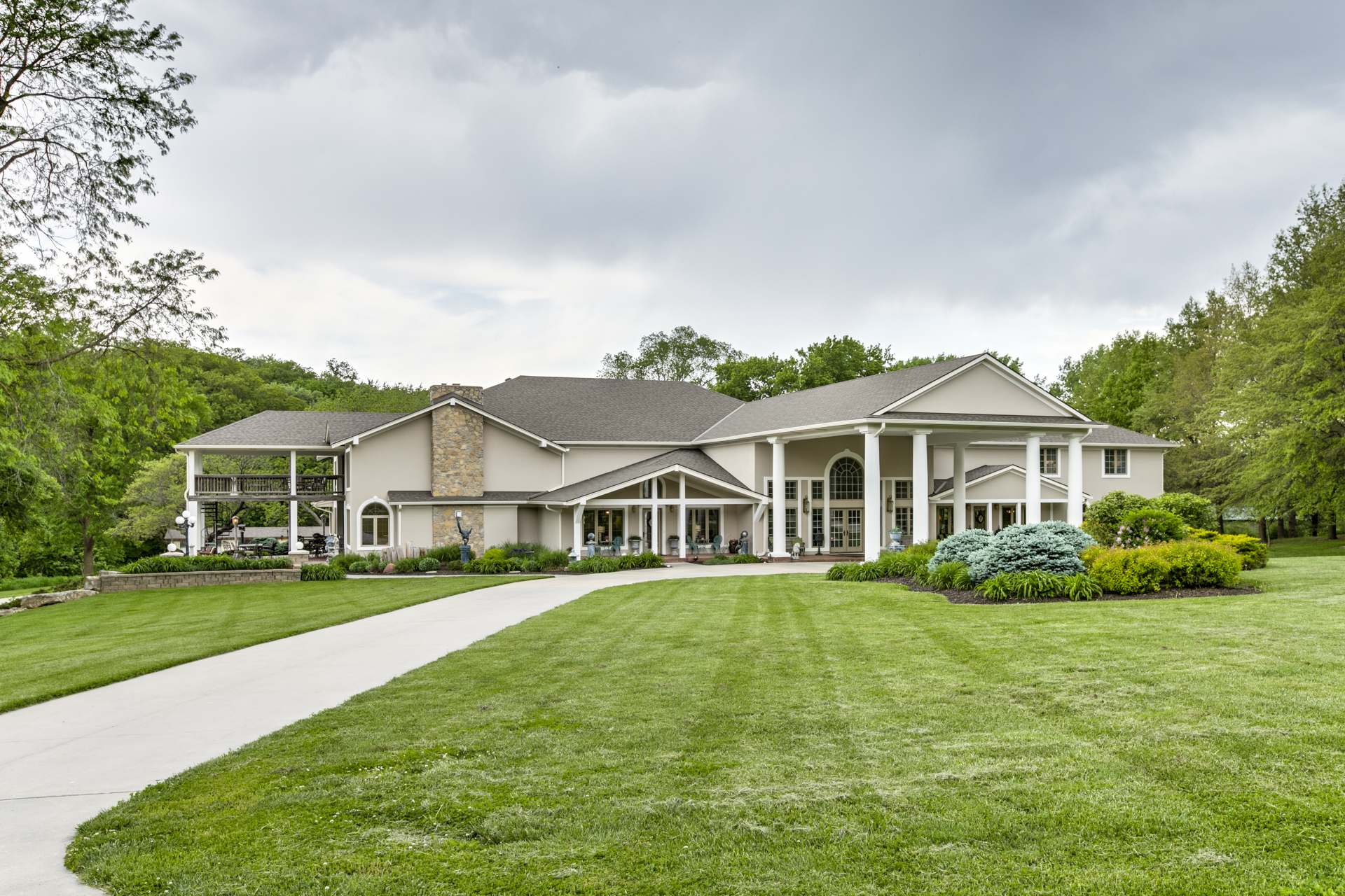 Luxury Homes for Sale around Omaha and Lincoln Nebraska