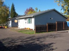 Single Family Home For Lease: 811 S 6th St