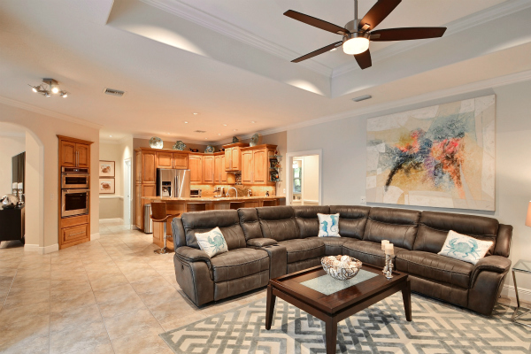 SPACIOUS LAKEFRONT POOL HOME IN GATED HUNTERS RUN VERO BEACH WITH IN-LAW/GUEST WING