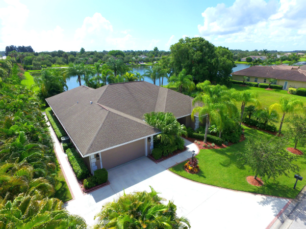 LAKEFRONT POOL HOME IN GATED HUNTER'S RUN VERO BEACH FLORIDA