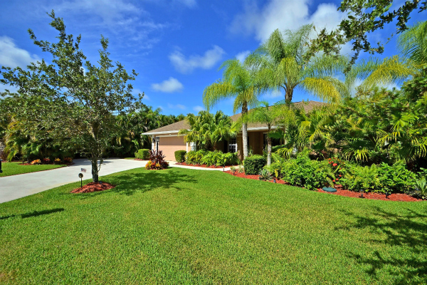 LUXURY LAKEFRONT POOL HOME IN SMALL GATED COMMUNITY OF HUNTER'S RUN VERO BEACH FLORIDA