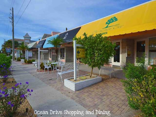 Vero Beach Florida Ocean Drive Dining and Shopping VeroPremierProperties.com