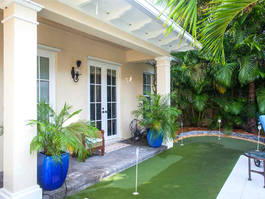 PALM ISLAND PLANTATION VERO BEACH HOME WITH PUTTING GREEEN