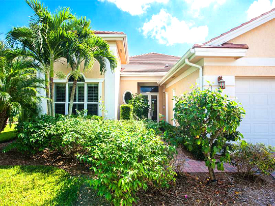 RIVERWIND VERO BEACH LAKEFRONT SINGLE FAMILY GATED HOME