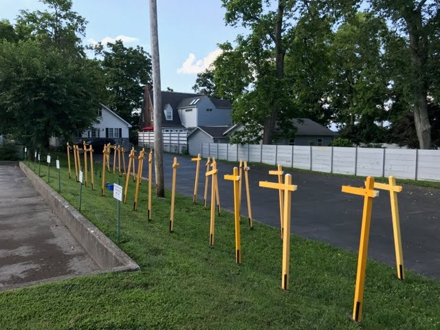 CENTURY 21 Simpson - Row of Posts Ready to be Painted