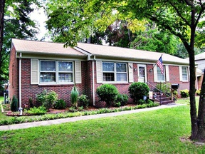 Hampton VA Single Family Home For Sale: $199,900