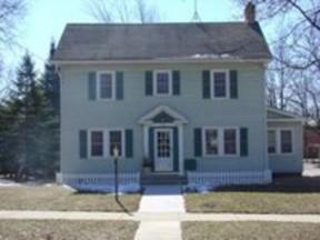 Residential Closed: 219 W Laflin