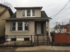 Single Family Home Sold: 1 Denman Pl