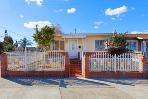 Oakland CA Single Family Home For Sale: $299,000