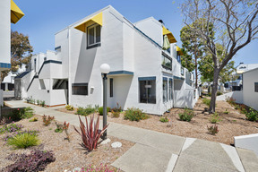 Foster City CA Condo/Townhouse For Sale: $968,888