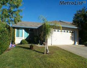 Single Family Home : 111 Austin Dr