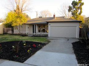 Single Family Home Sold: 916 Pennsylvania Pl