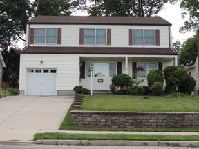 Maywood NJ Single Family Home For Sale: $549,000