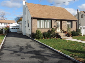 Residential Closed: 8-27 Oak St