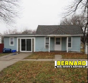 Residential Sale Pending: 685 Poplar