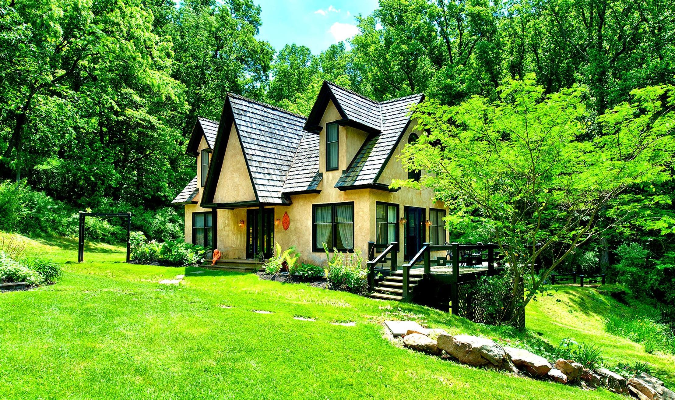 Bucks County Compound, Bucks County Guest House